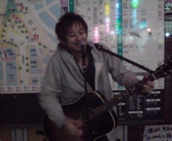 千葉駅前で歌います